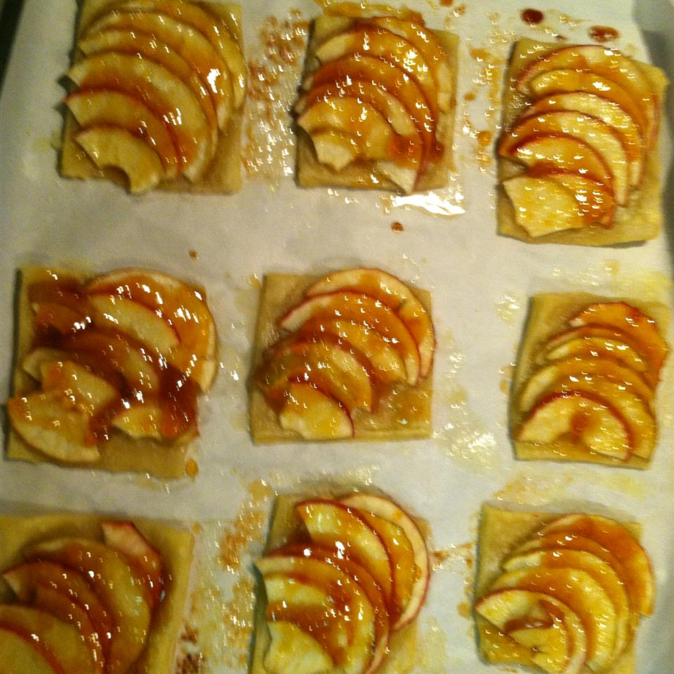 Apple Tartlets BakeItUpBaby