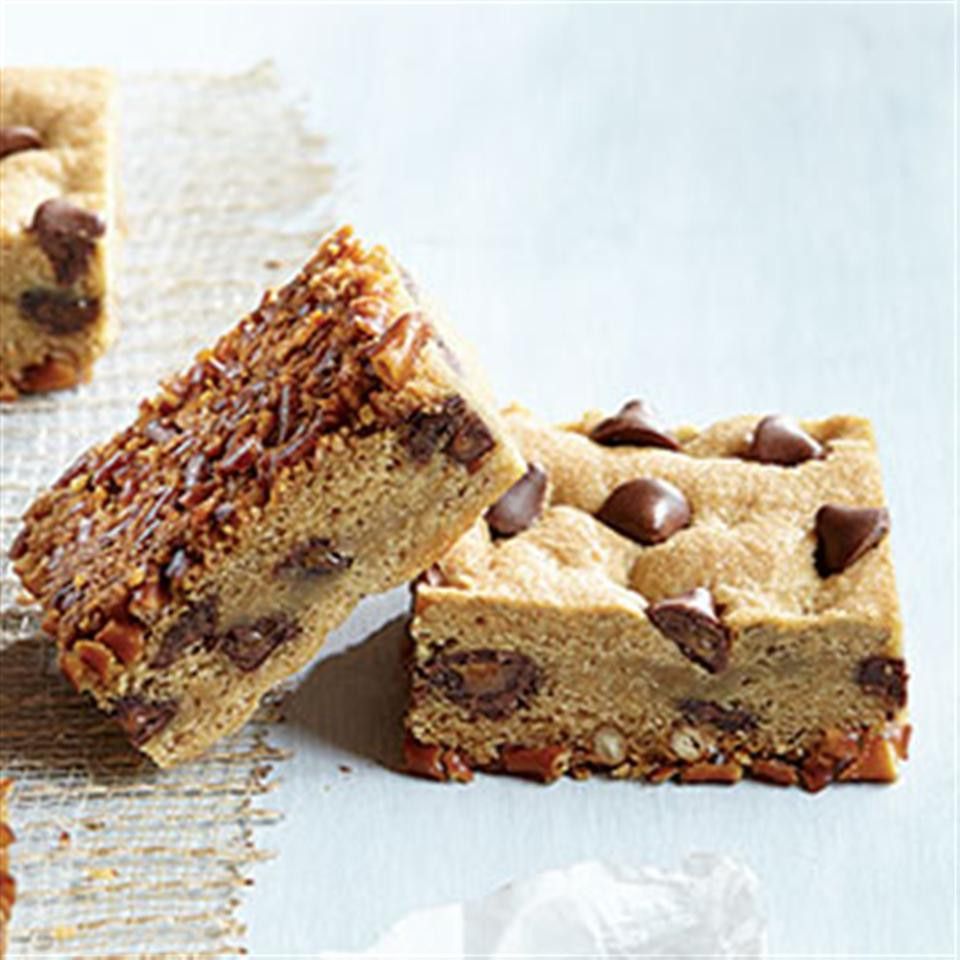 Flipped Pretzel Cookie Bars with Caramel Filled DelightFulls™