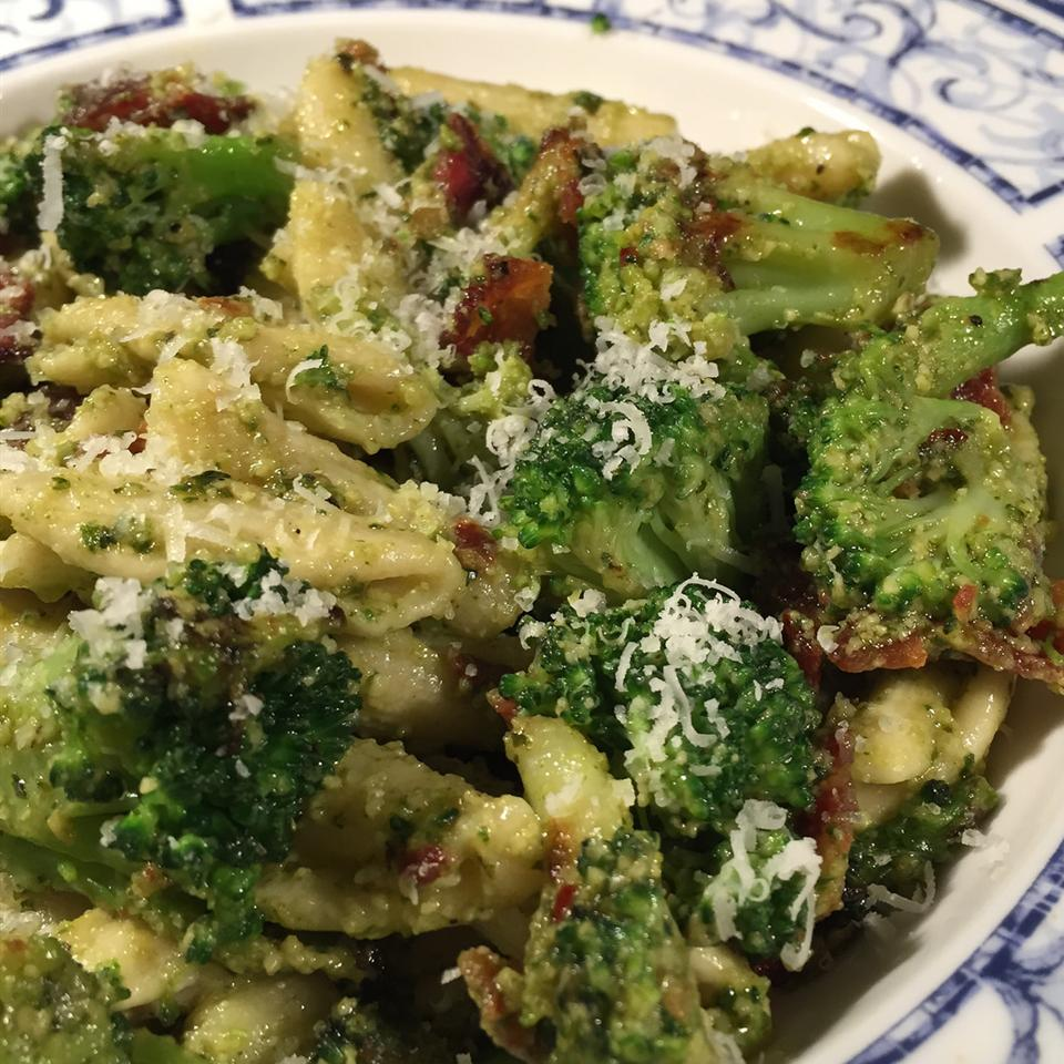 Cavatelli Pesto with Broccoli and Bacon