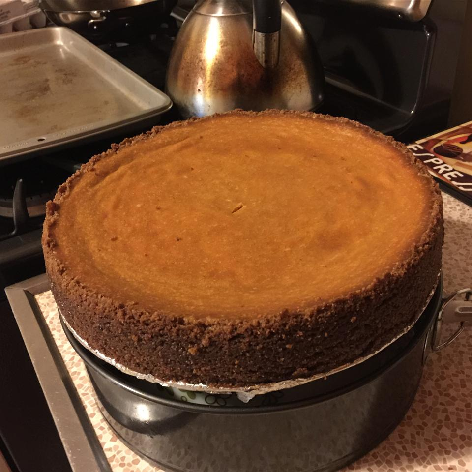 Pumpkin Cheesecake in a Gingersnap Crust blque