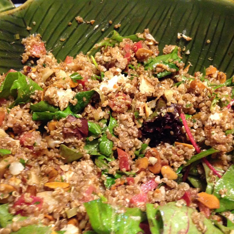 Quinoa, Beet, and Arugula Salad Ewaltz