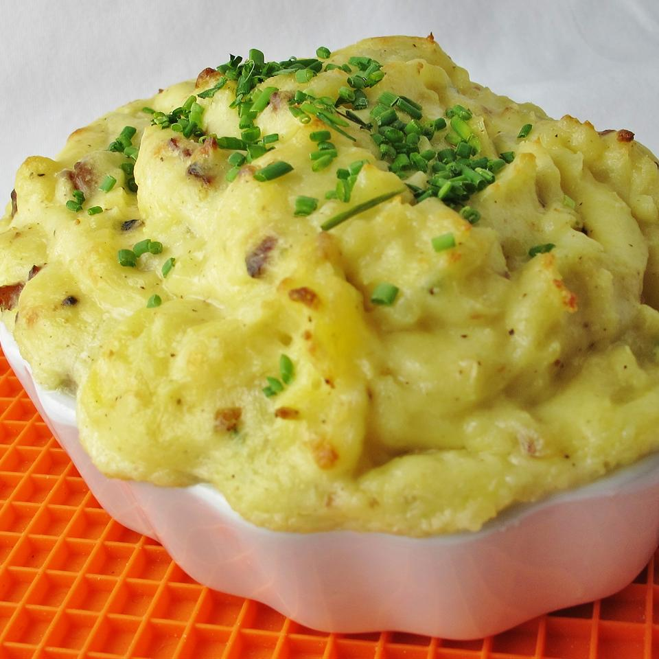 Garlic Mashed Potatoes with Roasted Garlic Cheddar and Bacon naples34102