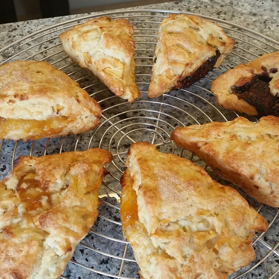Apple Scones GREENBEANKIM