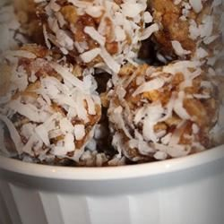 Coconut Date Balls kreativekuisine