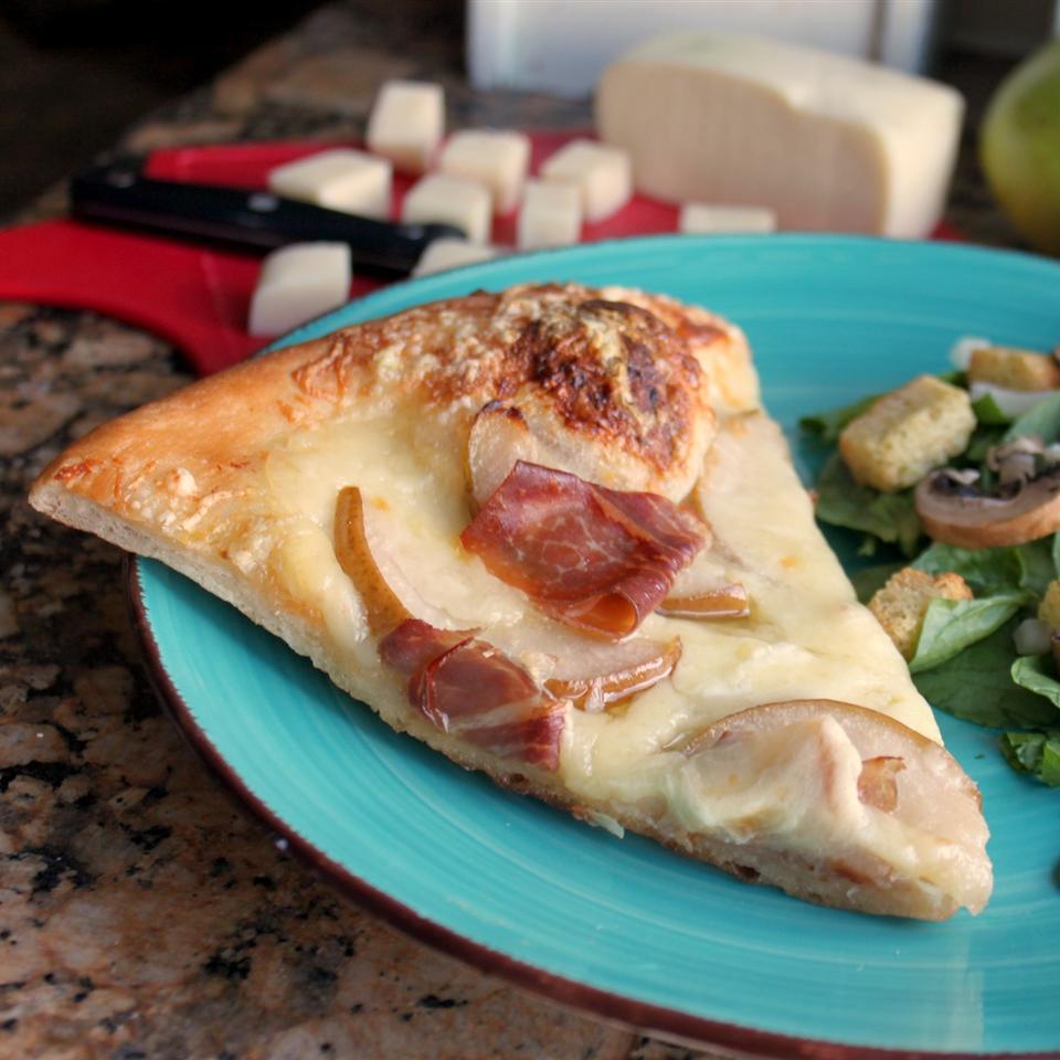 Pear and Prosciutto Pizza janessa