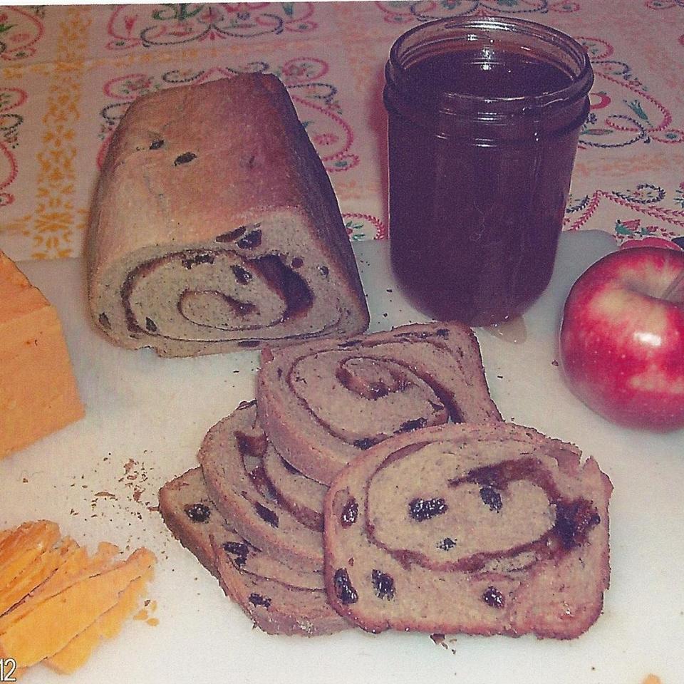 Cinnamon Raisin Bread I Jeanette