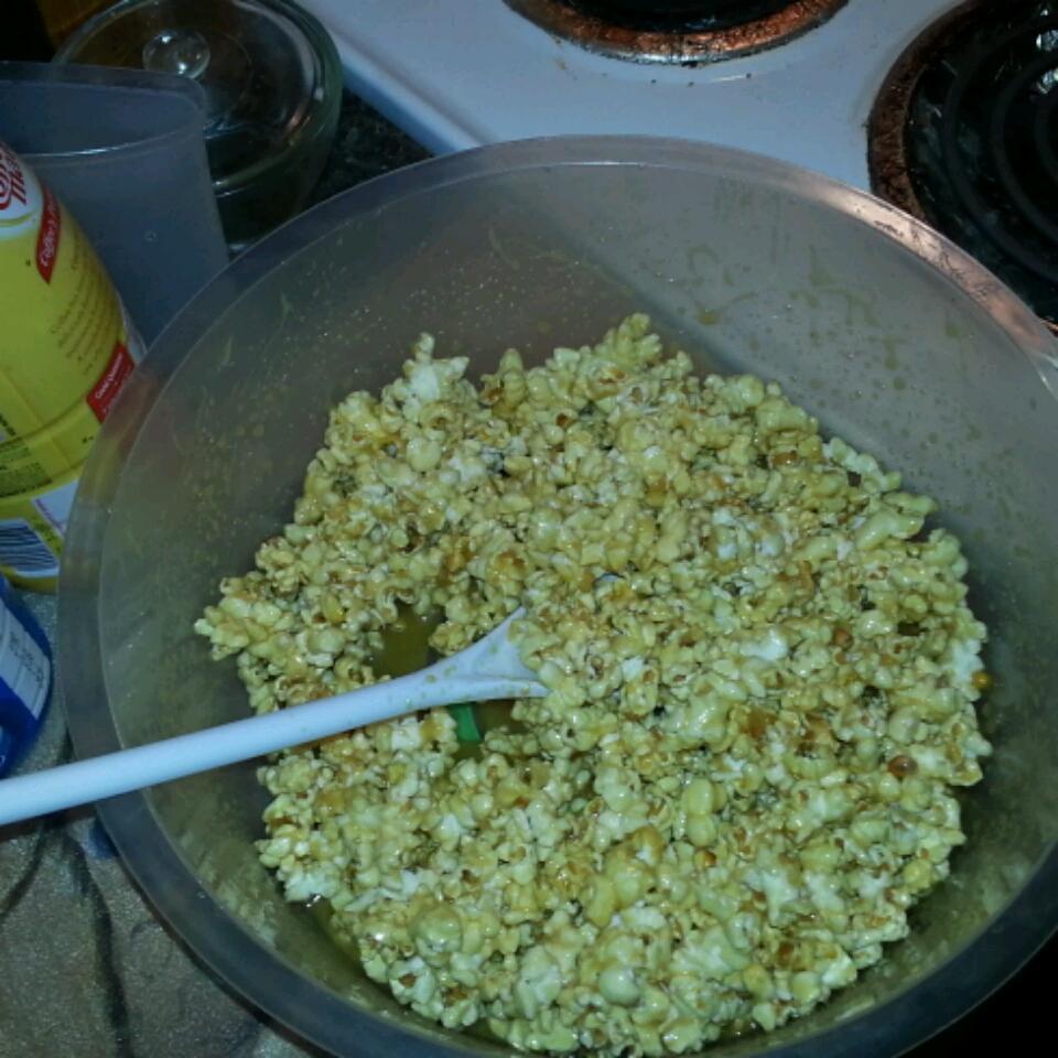 Caramel Popcorn with Marshmallow Shelbi Lynn