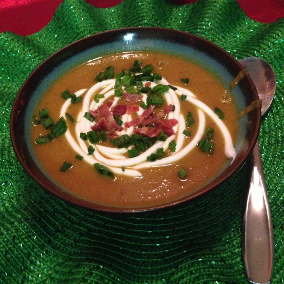 Roasted Butternut Squash Soup with Apples and Bacon amytee