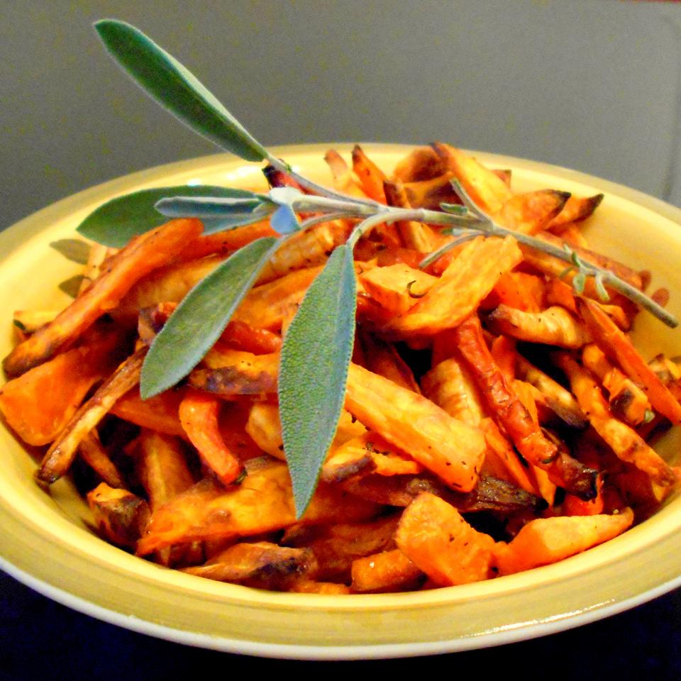Roasted Sweet Potatoes and Vegetables With Thyme and Maple Syrup ONIOND