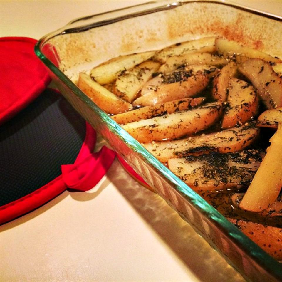 Greek-Style Potatoes lovestohost