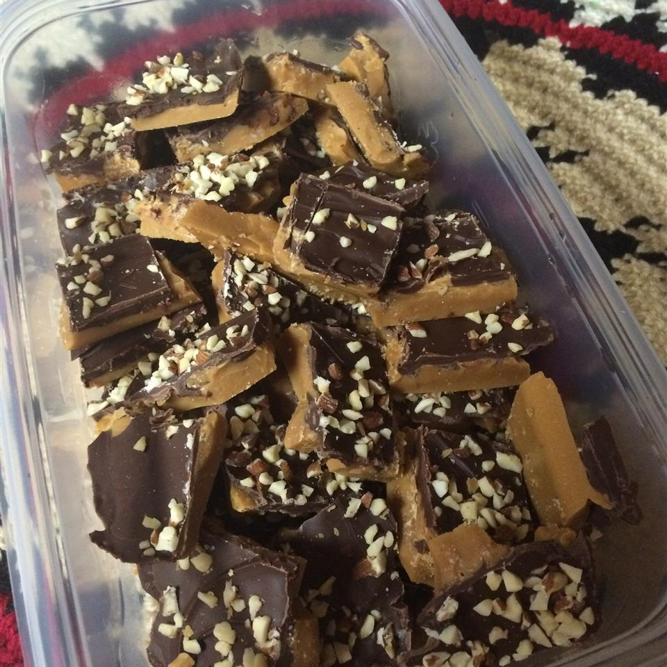 Best Toffee Ever - Super Easy temperance_m