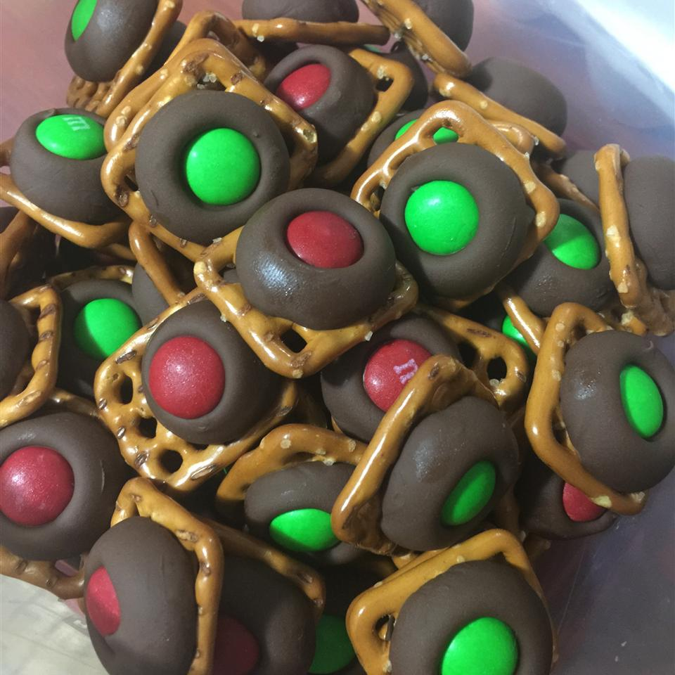 Chocolate Pretzel Treats LCDOYLE