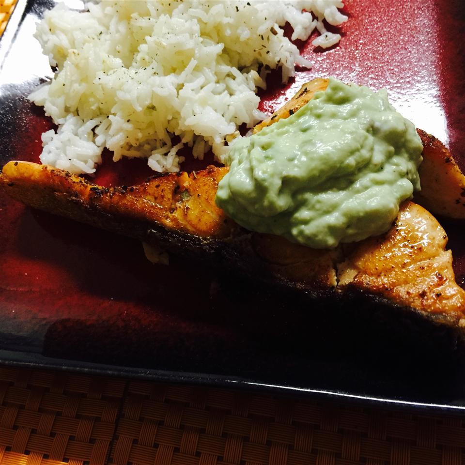 Grilled Salmon with Avocado Dip zoroloco