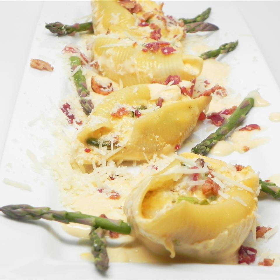 Jumbo Shells with Asparagus, Prosciutto, Ricotta Cheese and Three Cheese Sauce Soup Loving Nicole