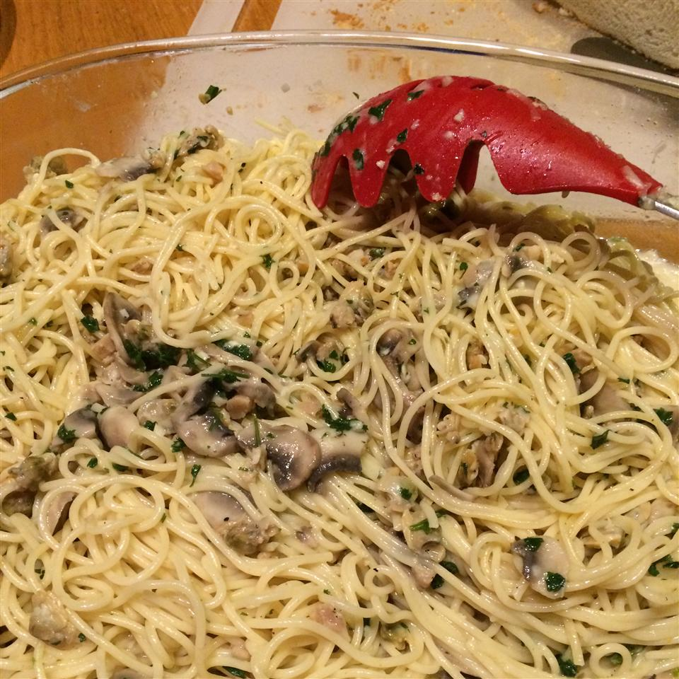 Linguine with Clams L DeVigal