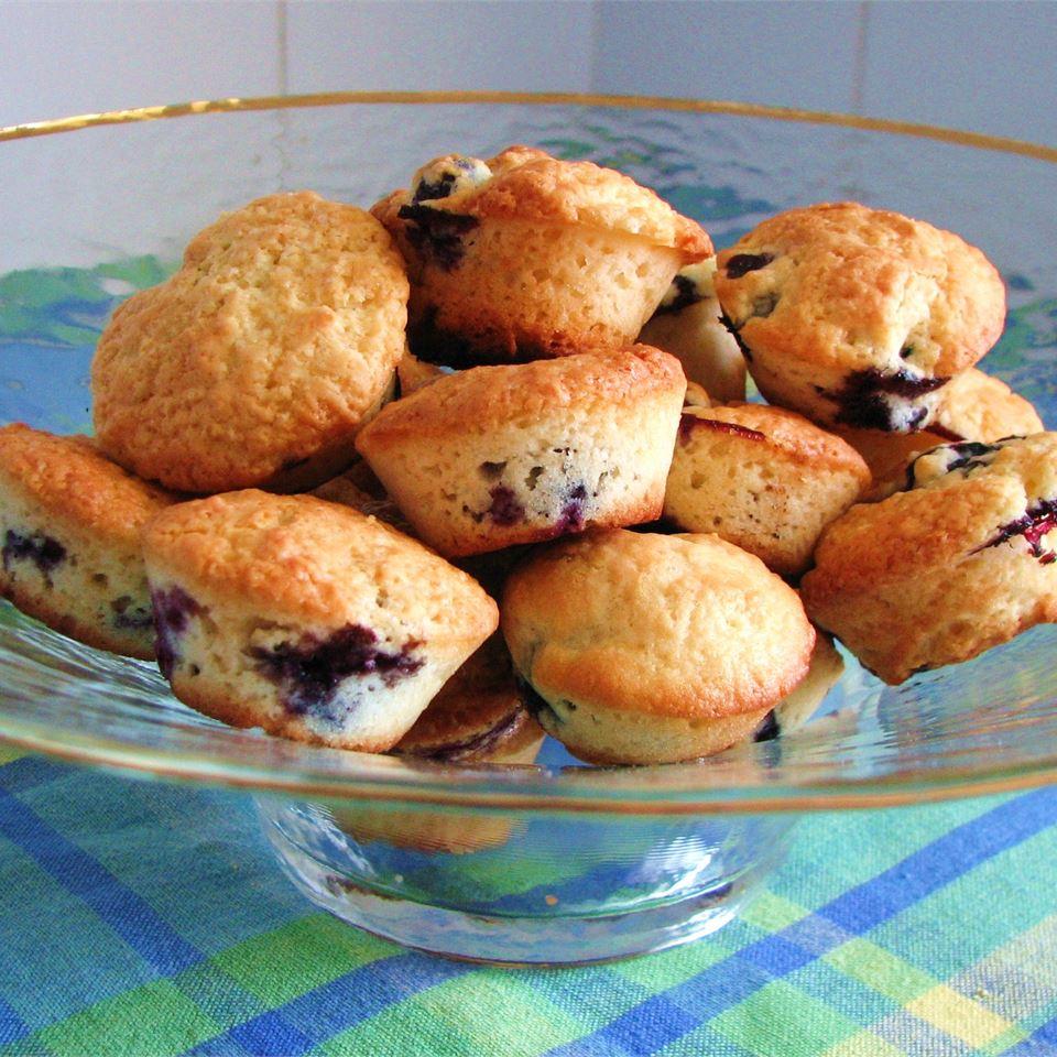 Low-Cholesterol Blueberry Muffins II JJOHN32