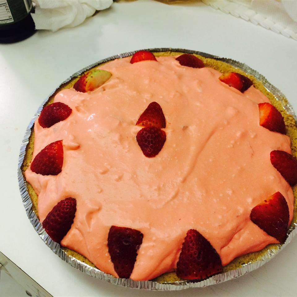 Fluffy Strawberry Pie Eliana