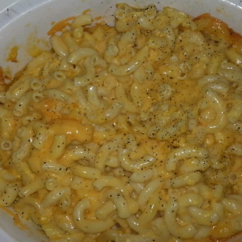 Slow Cooker Mac and Cheese April Grigenas