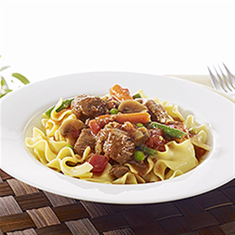 NO YOLKS® Easy Slow Cooker Beef Noodle Stew