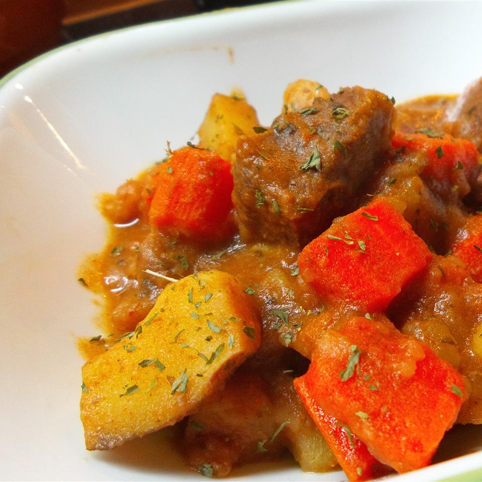Easy and Hearty Slow Cooker Beef Stew