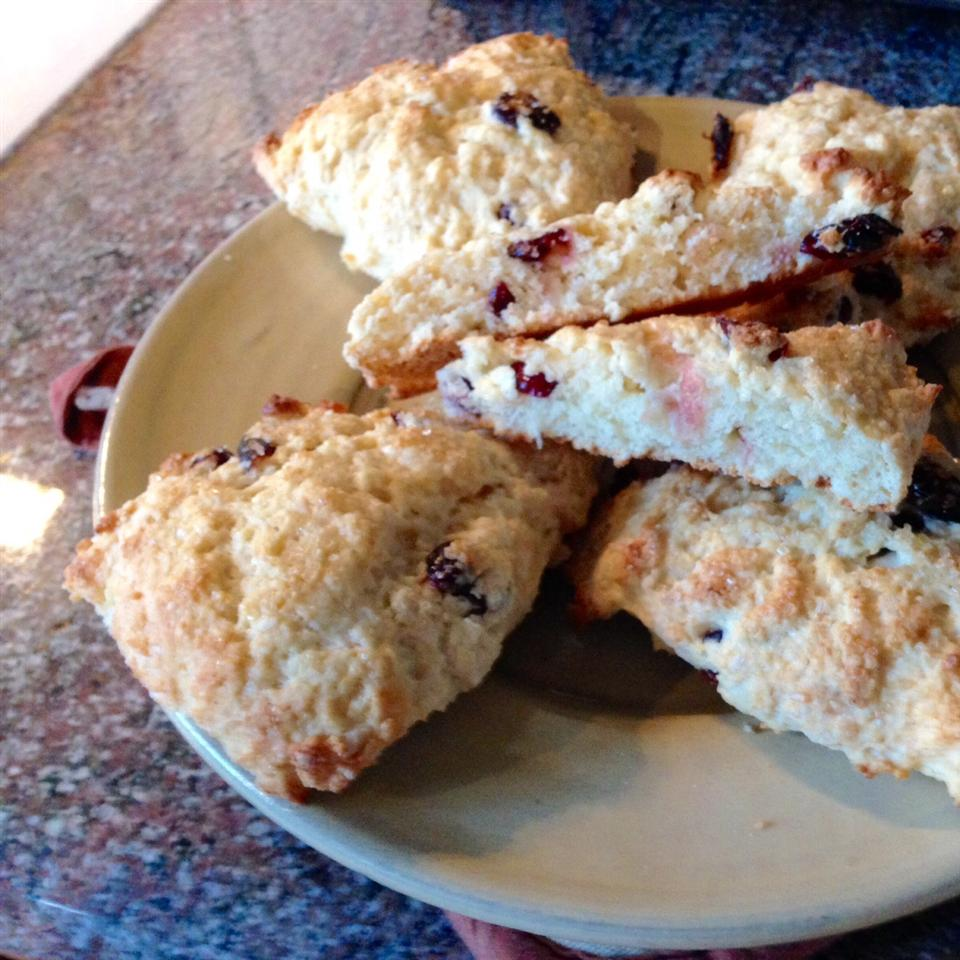 """""""Light as a Feather"""" Scones RealTime"""