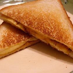 Grilled Cheese, Cinnamon, and Apple Sandwich ~TxCin~ILove2Ck