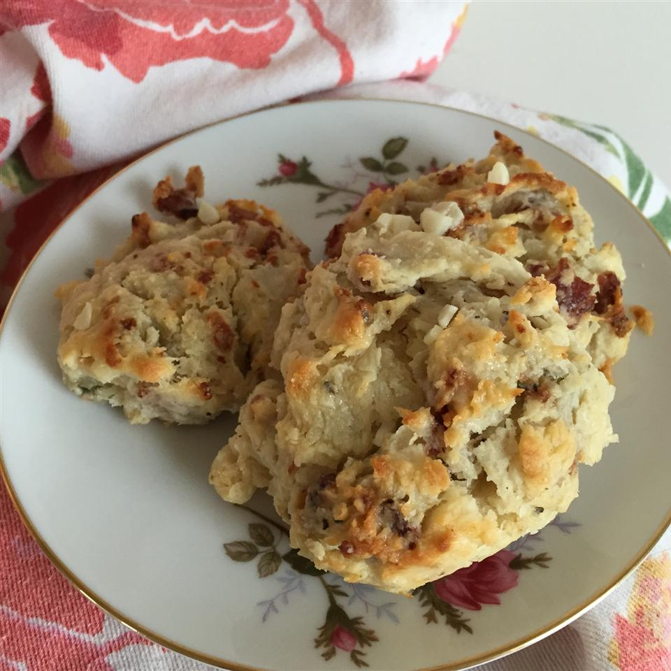 Garlic, Blue Cheese, and Bacon Biscuits Krissy16