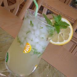 Lemonade-Mint Iced Tea Fit&Healthy Mom