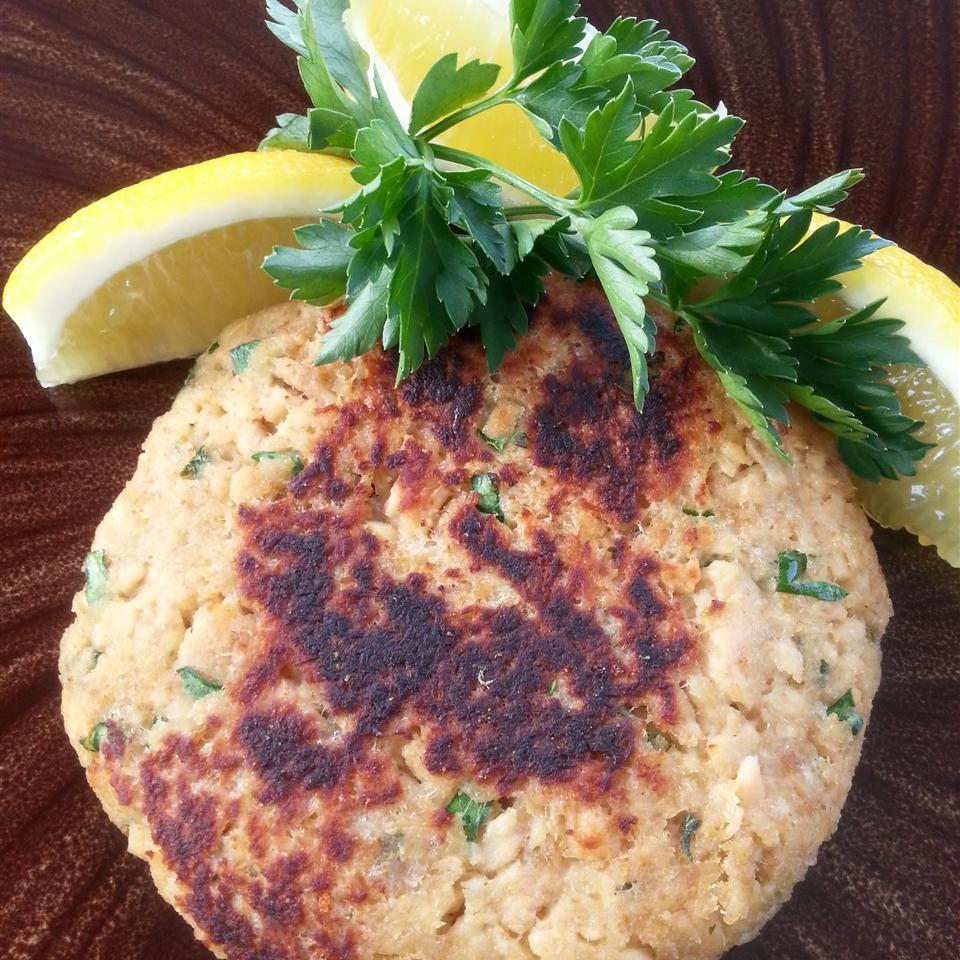 Paleo-ish Salmon Burgers Liz Dalton 'Lizzie'