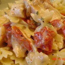 Chicken, Garlic, and Sundried Tomato Pasta