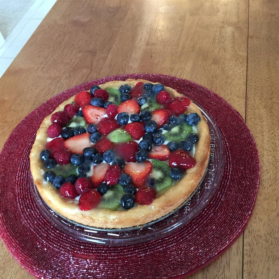 Fruit Pizza with White Chocolate chellemp