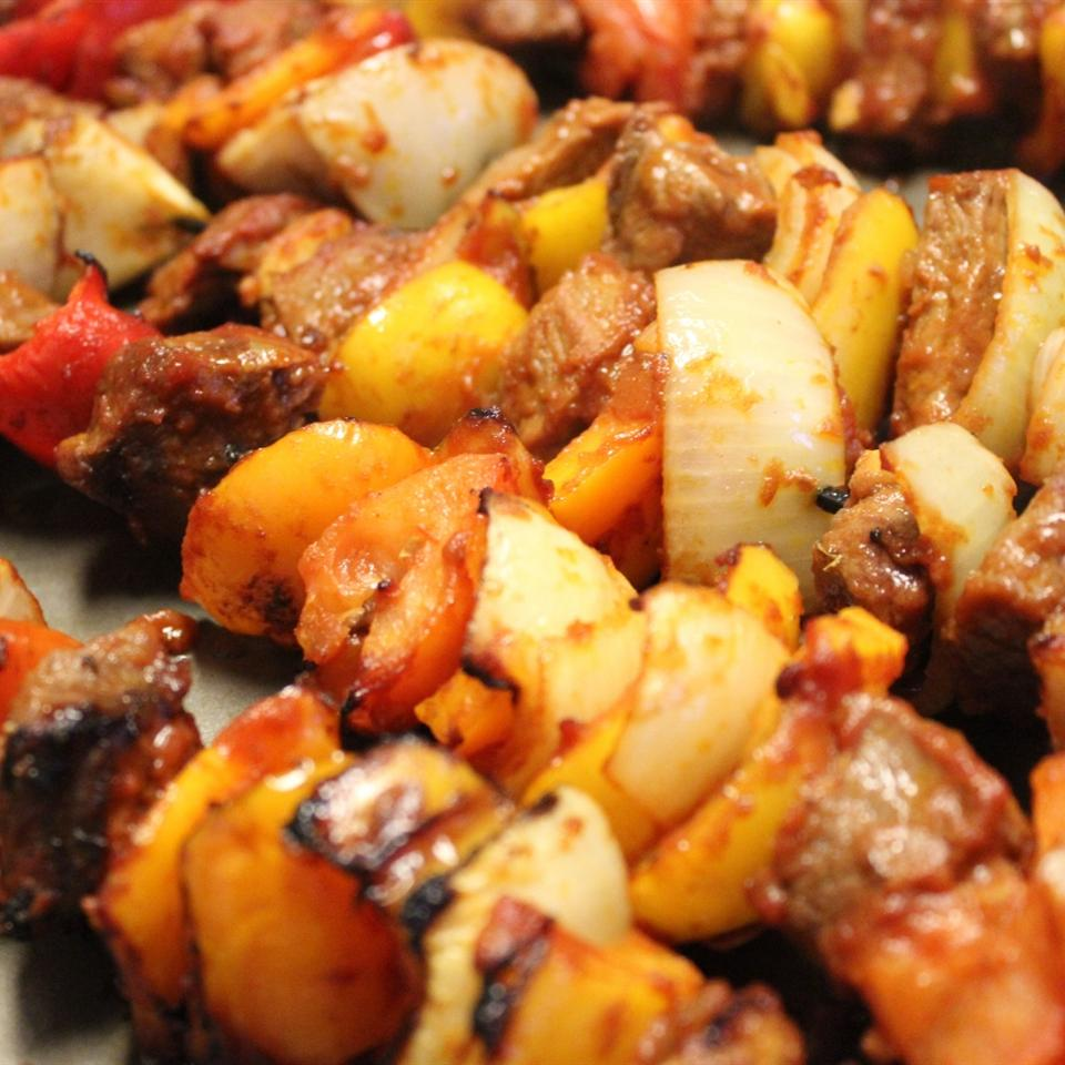 Best Ever Saucy Beef Kabobs mommyluvs2cook