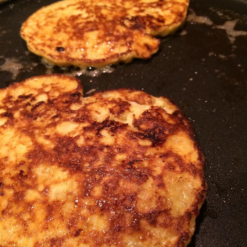 2-Ingredient Wheat-Free Banana Pancakes (Paleo)
