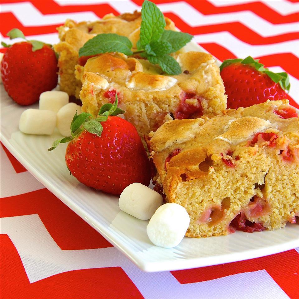 Strawberry-Marshmallow Blondies lutzflcat