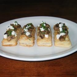 Mini Mushroom and Goat Cheese Tarts happycooker