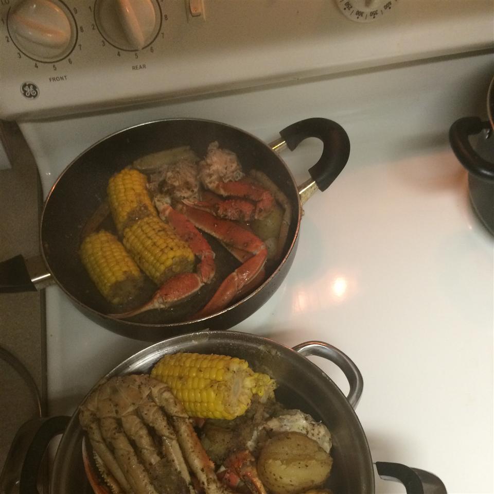 Garlic Crab Legs Taurus Queen