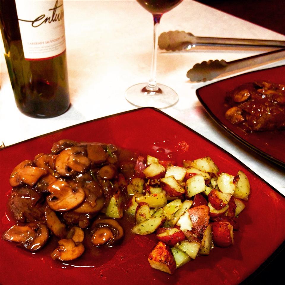 Filet Mignon with Mushroom-Cabernet Gravy