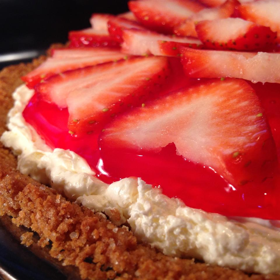 Strawberry Delight Pie 1PICKLELOVER