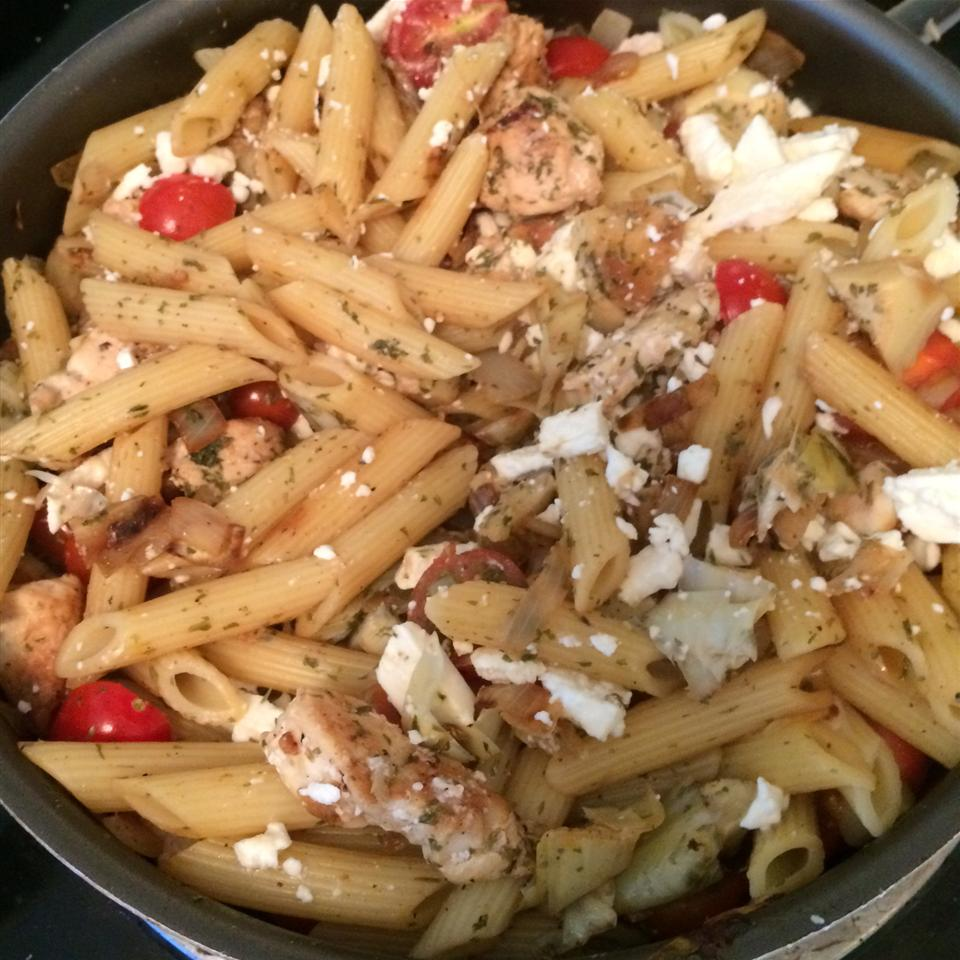 Greek Penne and Chicken Colynmck