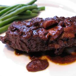 Easy Flat Iron Steak in Wine Sauce Kayko