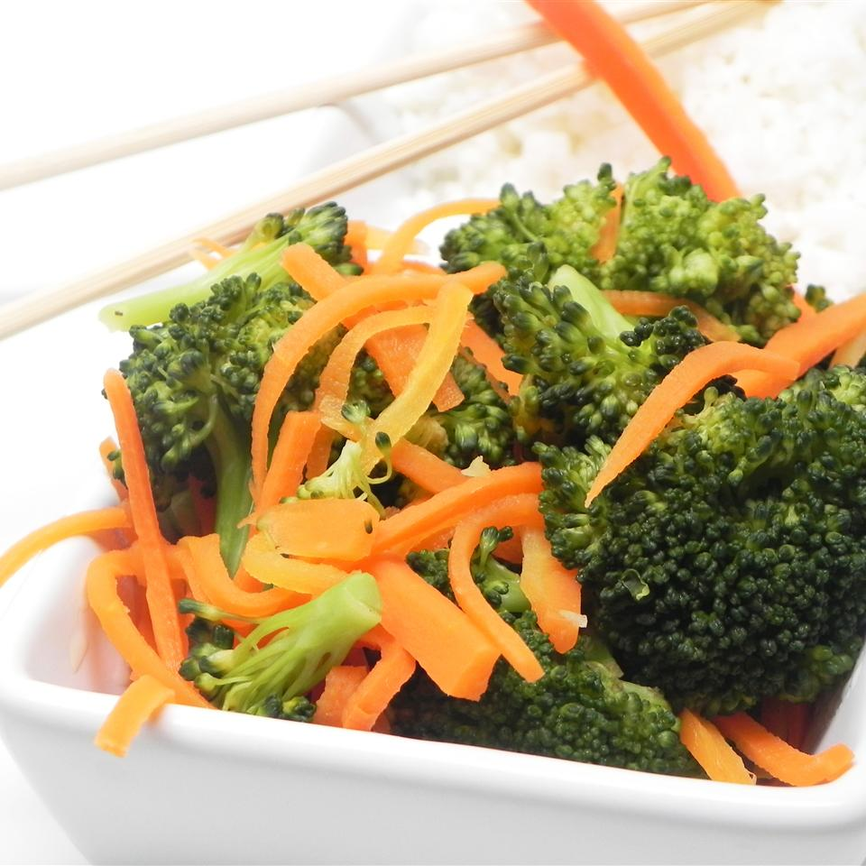 Steamed Broccoli and Carrots with Lemon