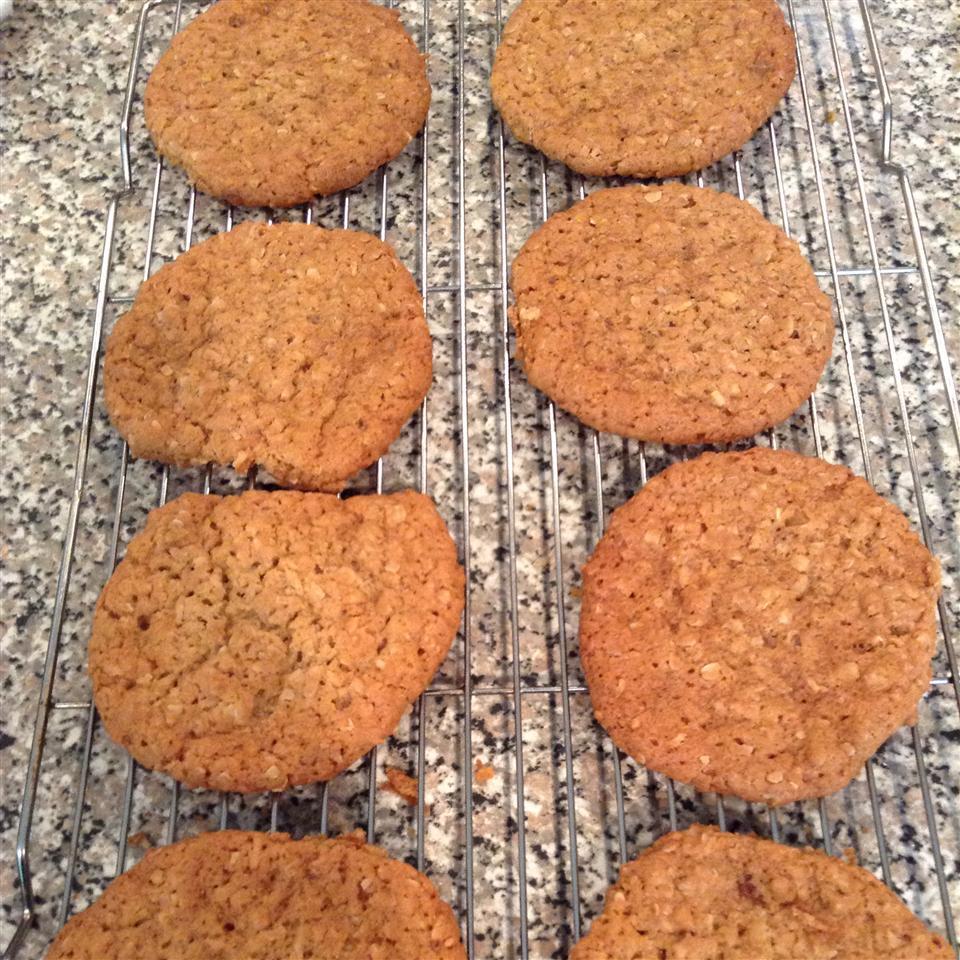 Chewy Crispy Coconut Cookies queencrf