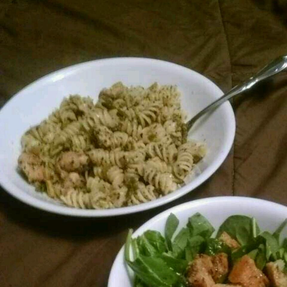 Asparagus, Chicken, and Pecan Pasta Chelsey Tinson