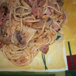Fettuccini with Mushroom, Ham and Rose Sauce