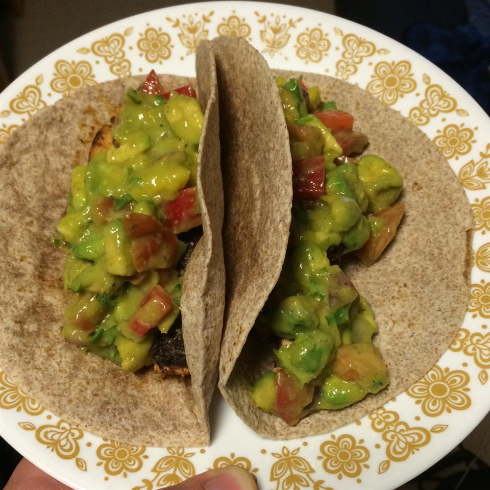 Healthy Fish Tacos with Mango Salsa drakec534