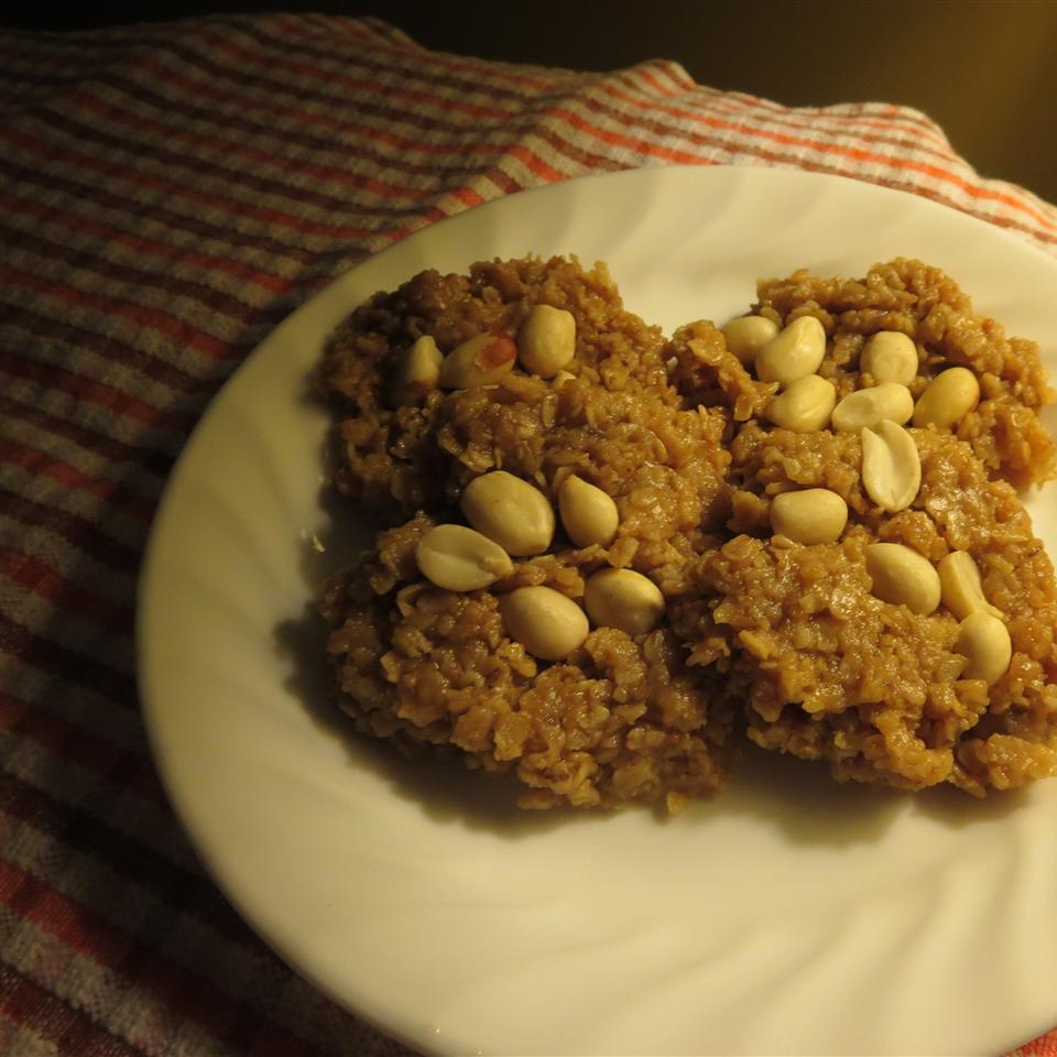 No-Bake Peanut Butter Oatmeal Cookies