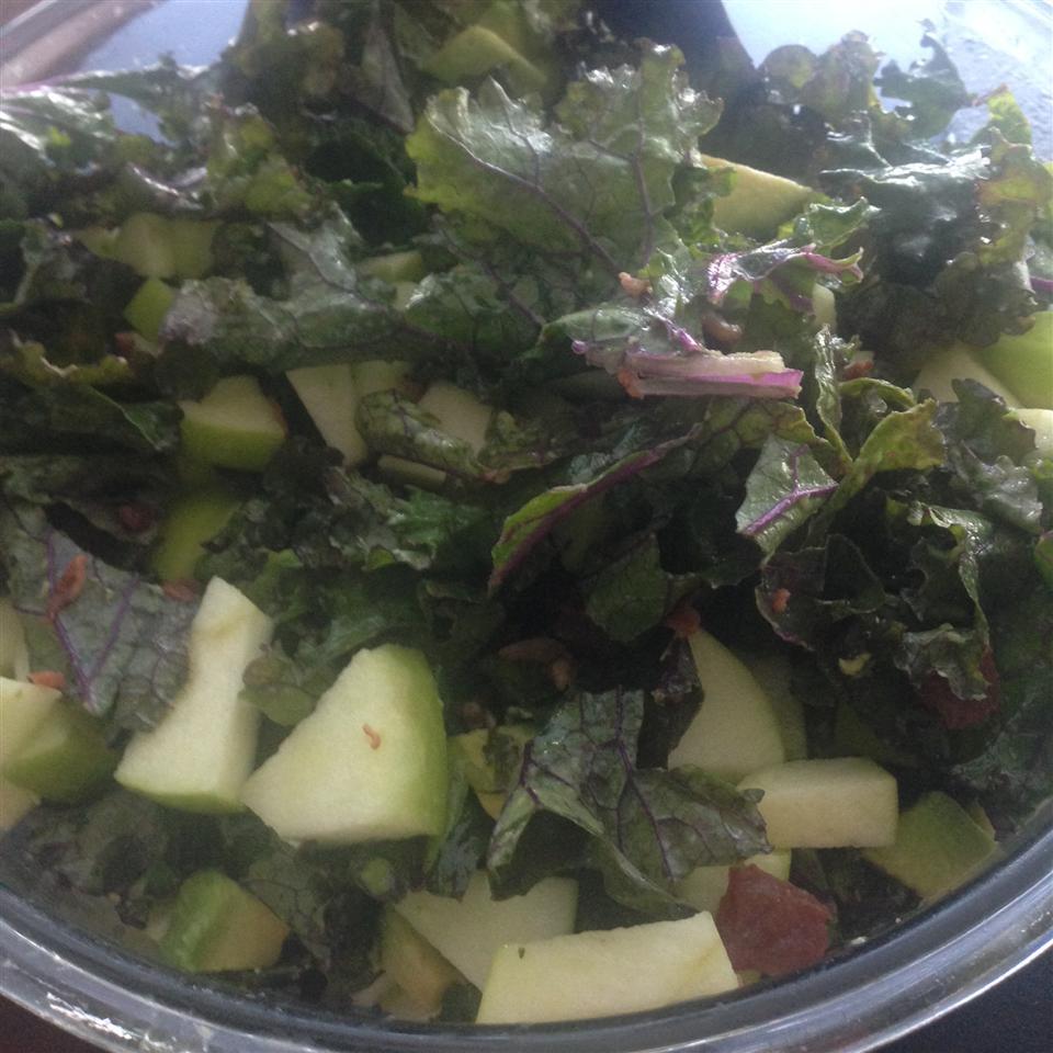 Kale, Apple, Avocado, and Bacon Salad PaolaVMurillos