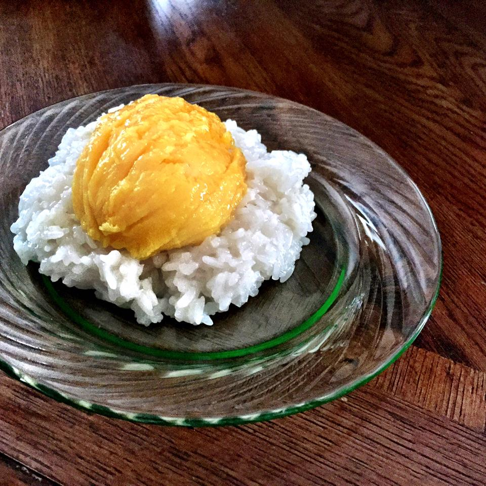 Sweet Sticky Rice with Mangoes