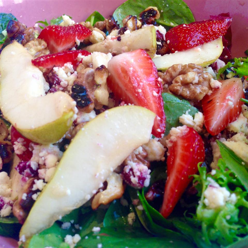 Strawberry, Spinach, and Pear Salad blaizeo