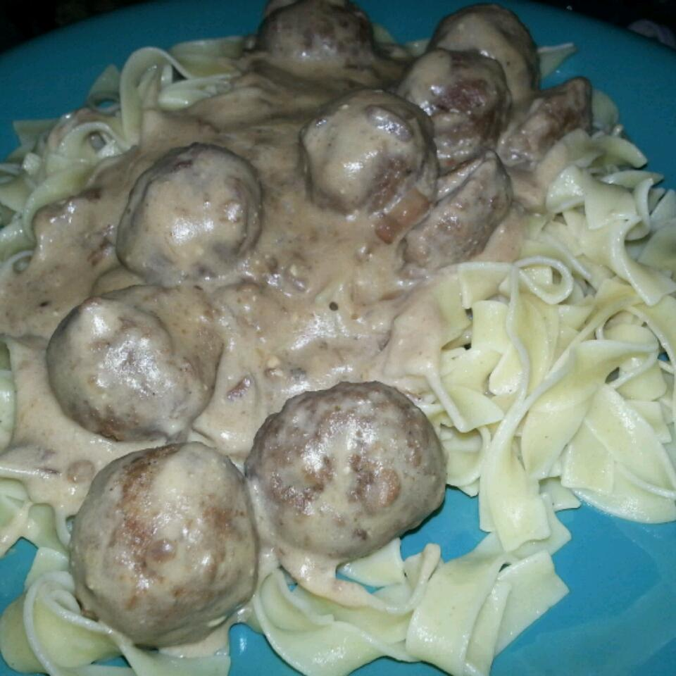 Anna's Amazing Easy Pleasy Meatballs over Buttered Noodles David Washington